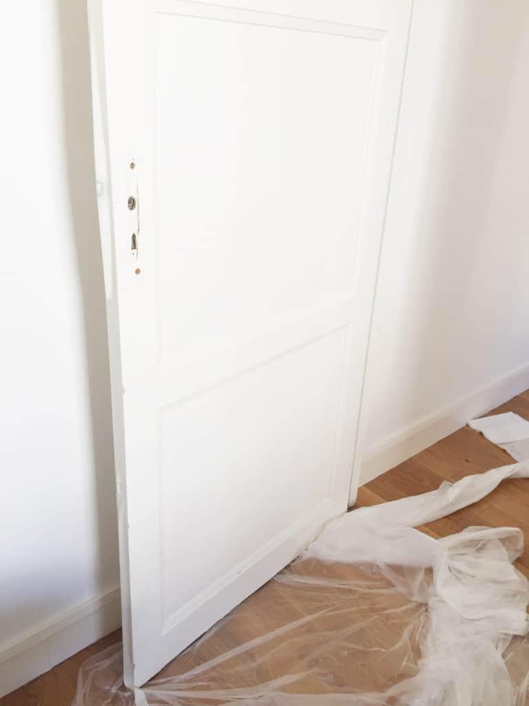 Peindre une porte bleue DIY www.soodeco.fr/