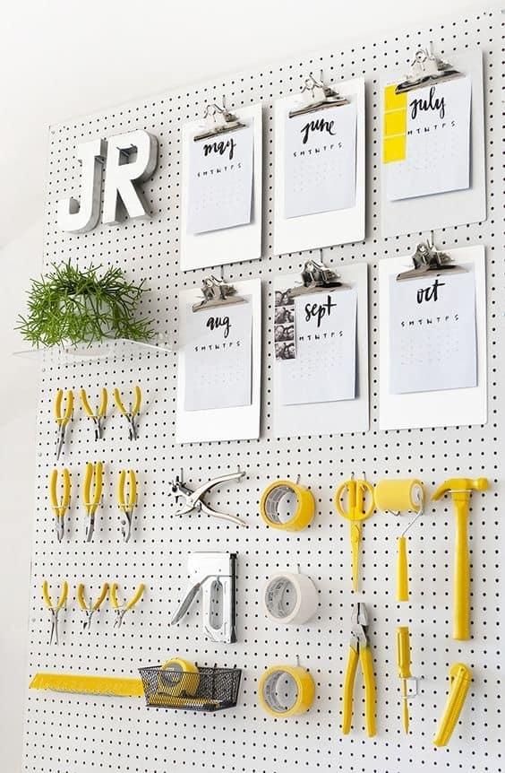 Donner du caractère à votre pièce avec un panneau perforé www.soodeco.fr/
