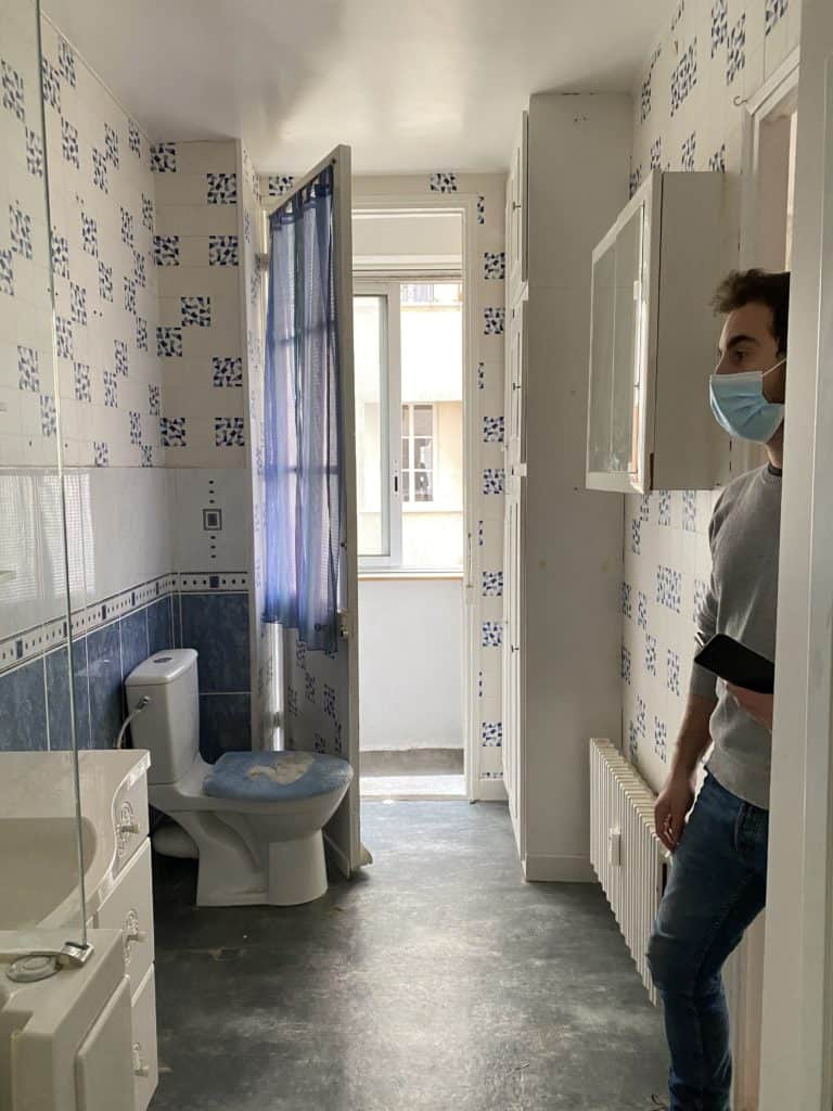 Salle de bain lino au sol toilettes canard carrelage mural papier peint mural