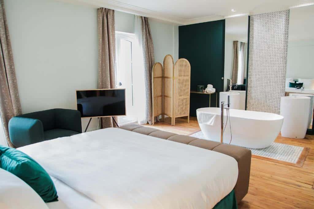 Chambre hôtel décoration verte aménagement suite