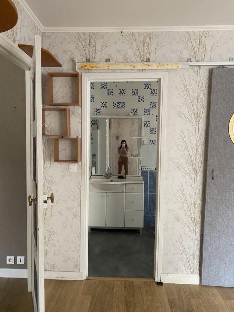 Appartement parisien passage chambre salle de bain
