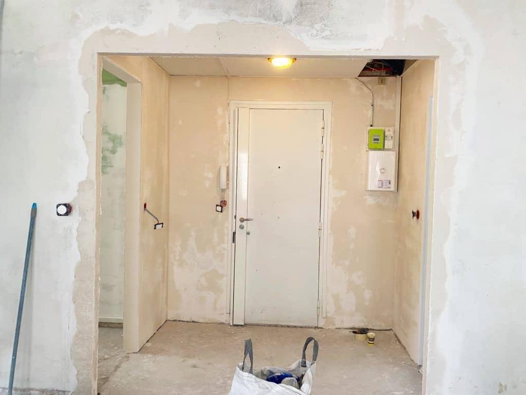 Rénovation entrée ouverture sur le salon enduit rebouchage enduit lissage
