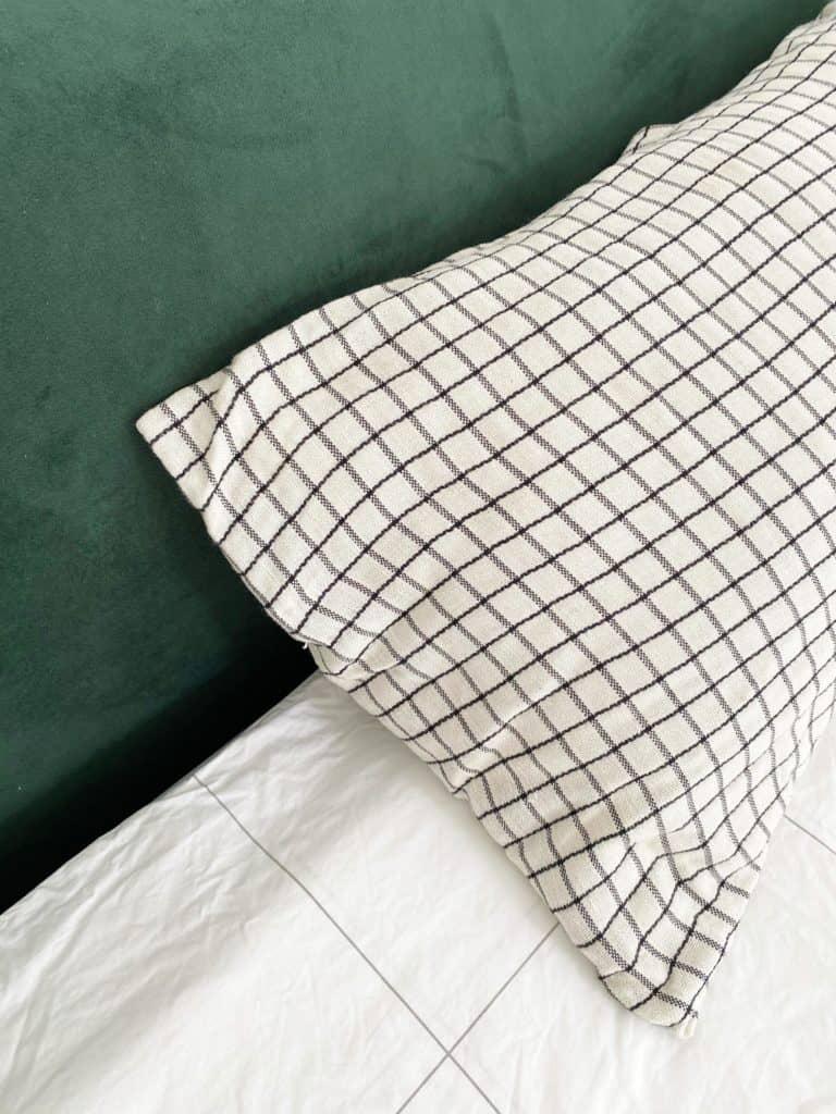 Tête de lit vert velours coussin la redoute carreaux