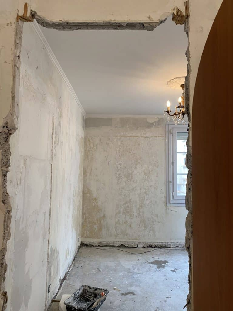 Chambre murs enduits rénovation appartement parisien