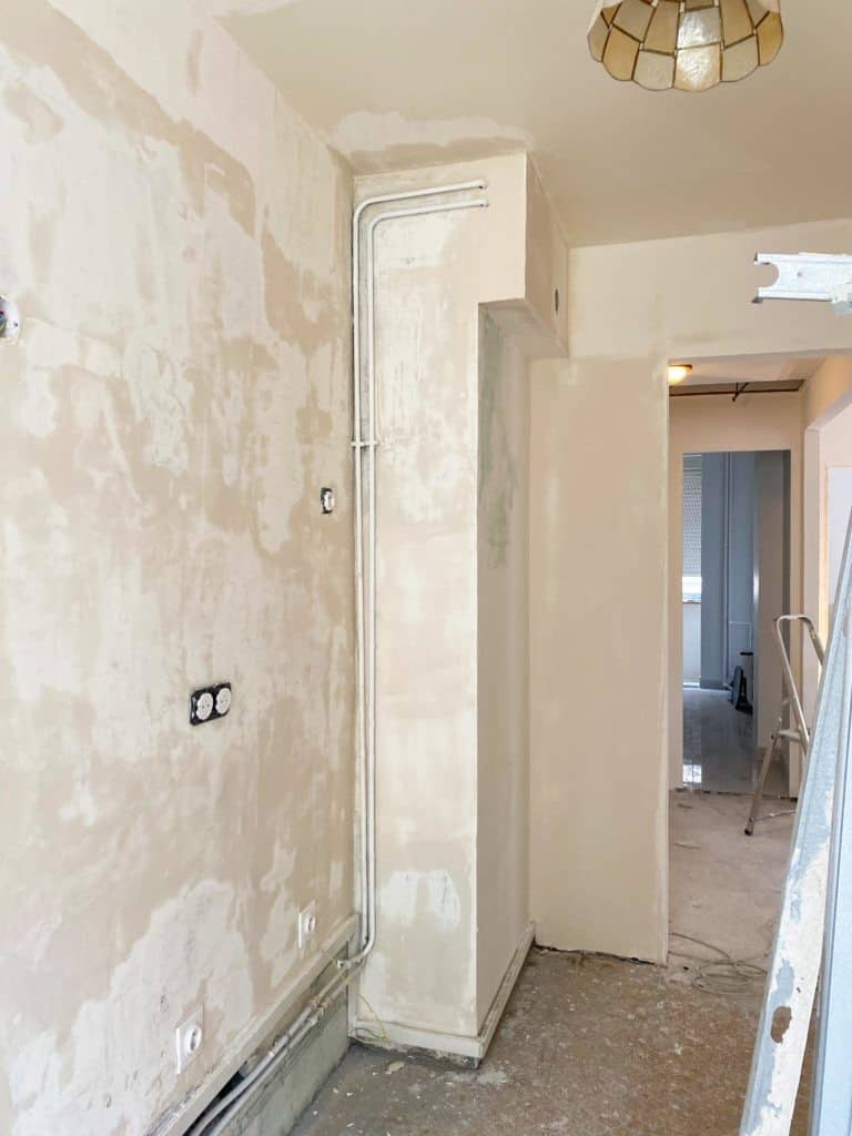 Cuisine rénovation murs enduit entièrement