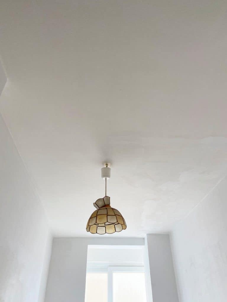 Plafond peinture blanc lumière Dulux Valentine cuisine anti-humidité