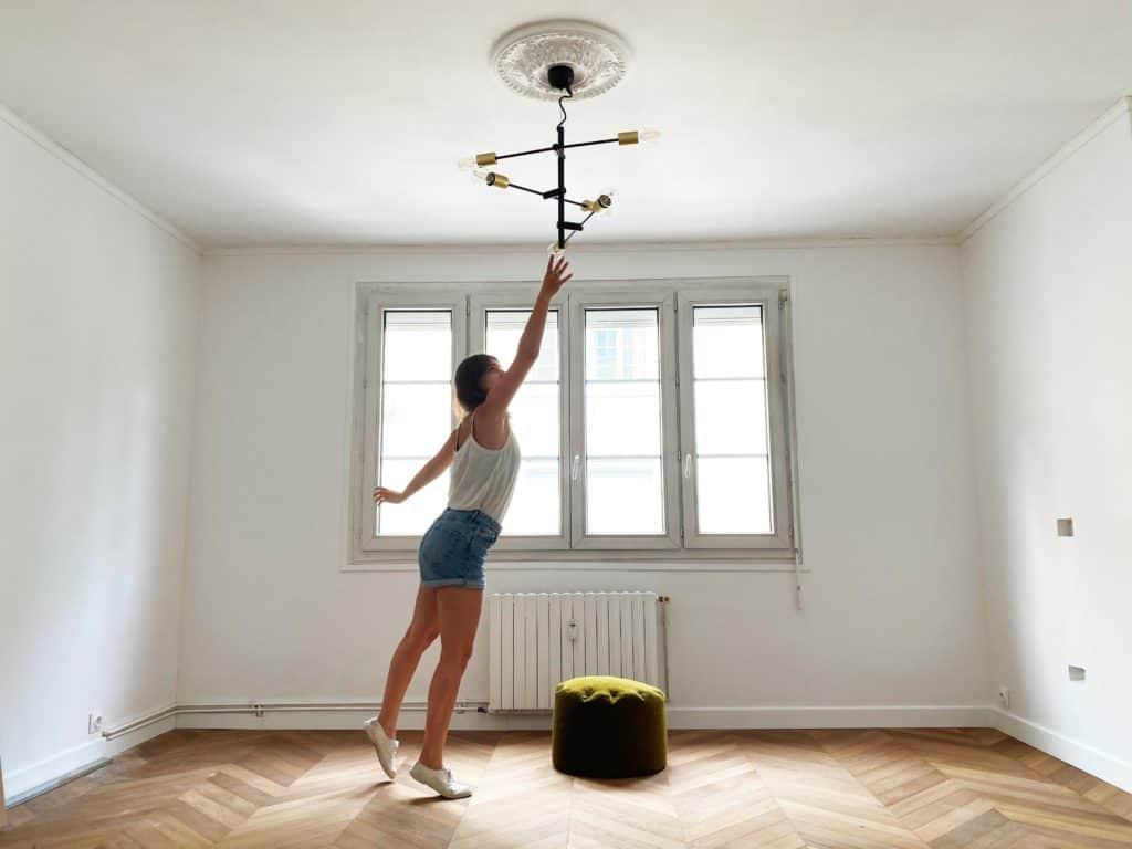 Salon suspension 6 ampoules noir et doré grande pièce