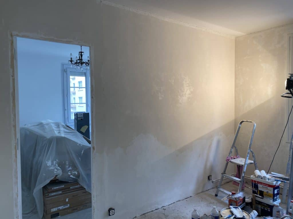 Enduit mural rénovation pièce en cours