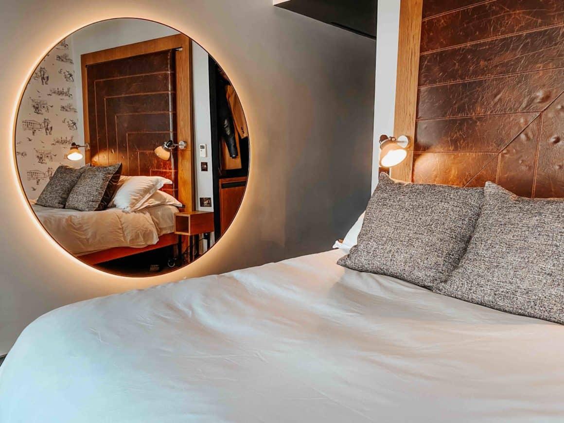 Hoxton Hôtel Londres chambre design tête de lit cuir miroir XXL